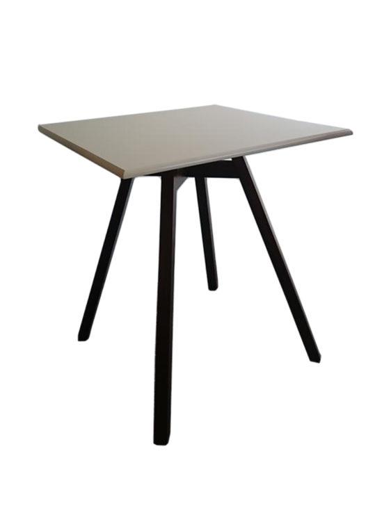 Τραπέζι TR003